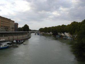 100-Rome_Tiber_River