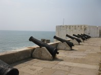 3411-Cape_Coast_castle_cannons