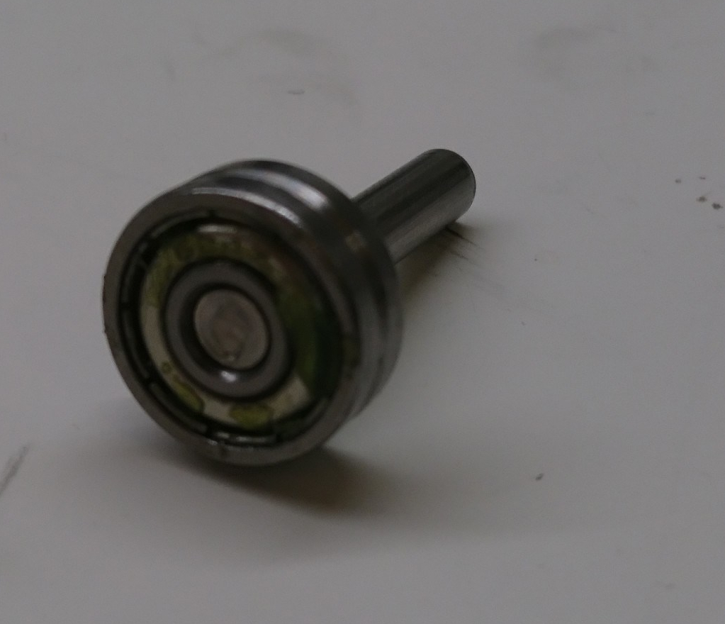 Output shaft and bearing